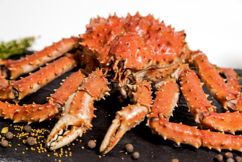 堪察加螃蟹在一个盘说谎用香料 库存图片