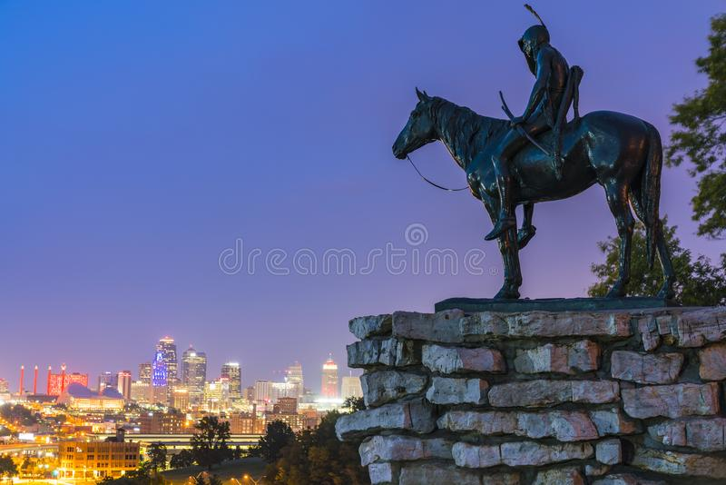 堪萨斯,密苏里,美国 09-15-17,美好的坎萨斯城地平线在 免版税库存图片