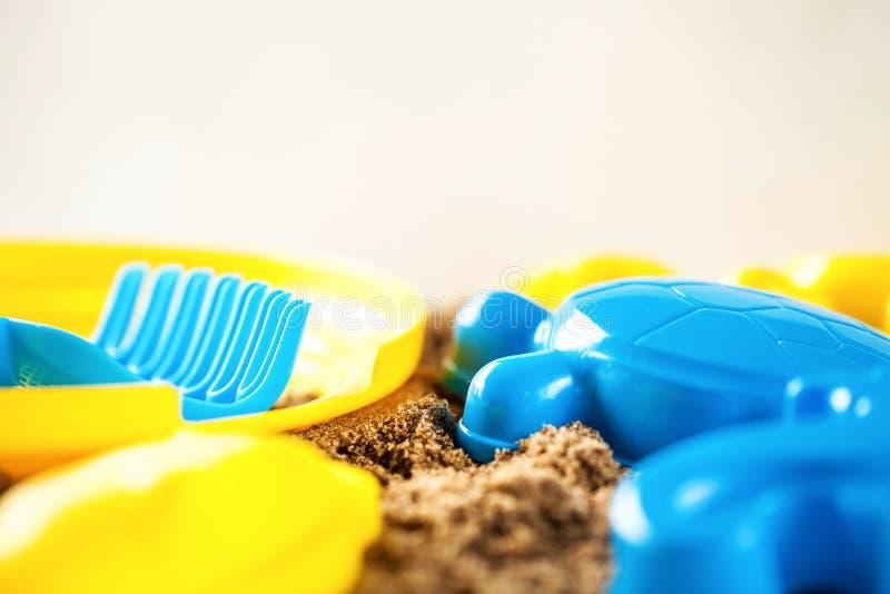 塑料图和犁耙 免版税库存照片