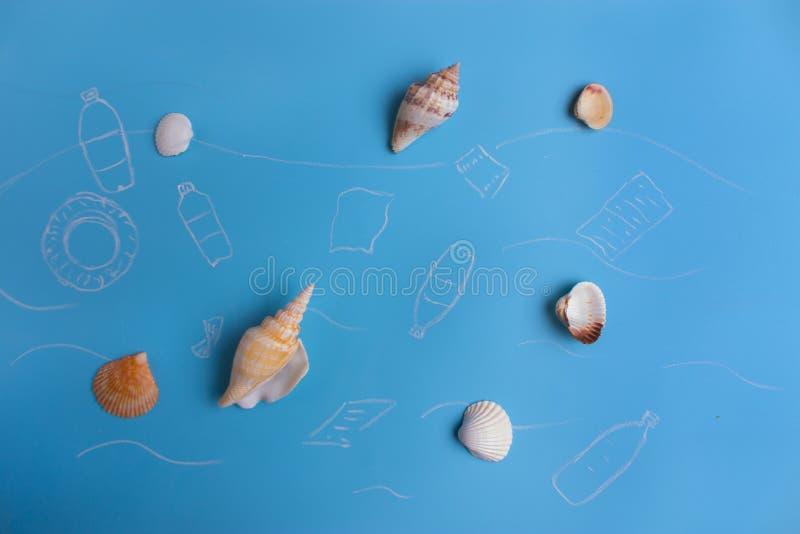 塑料垃圾污染的环境问题在海洋 库存例证