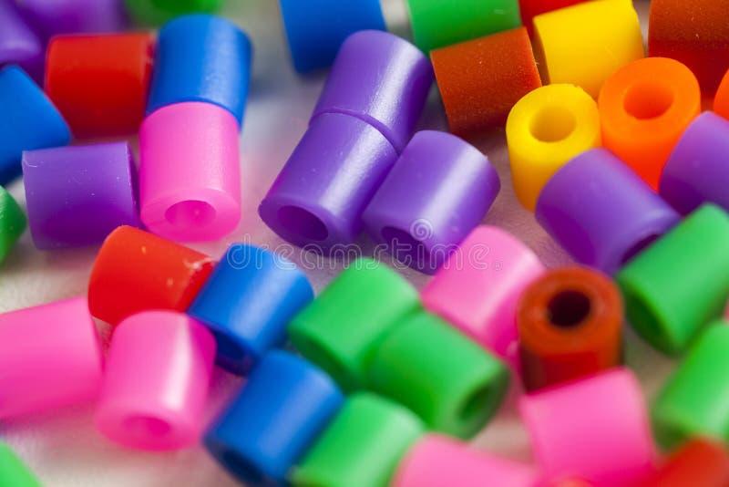 塑料成串珠状颜色 免版税库存照片