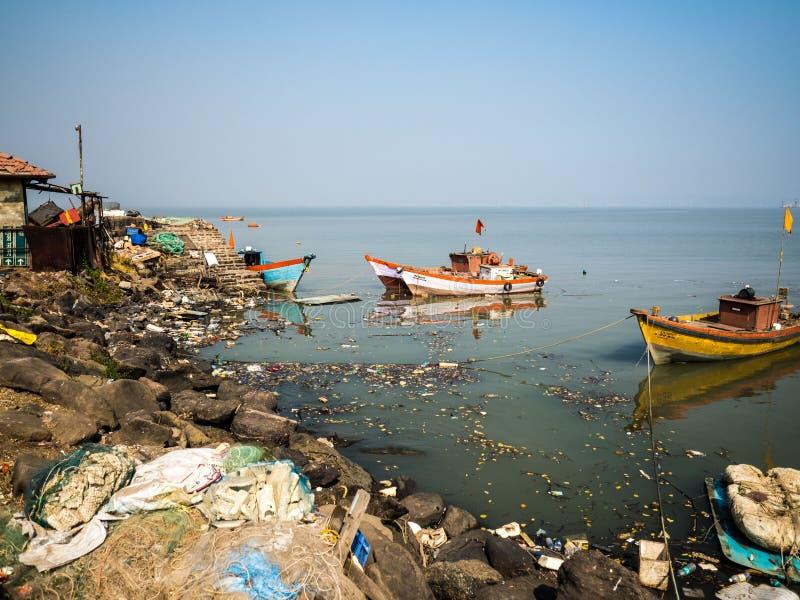 塑料污染在海运 免版税库存照片