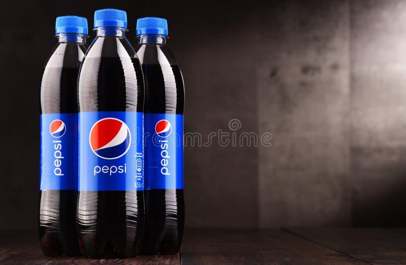 塑料瓶碳酸化合的软饮料百事可乐 免版税库存图片
