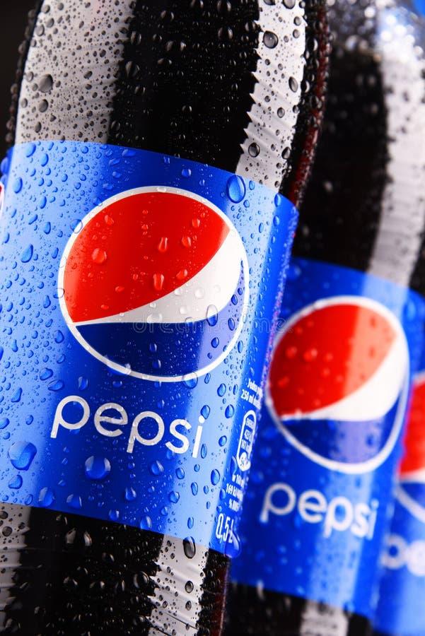塑料瓶碳酸化合的软饮料百事可乐 库存图片
