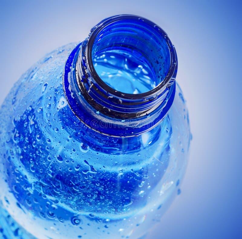 塑料瓶饮用水 免版税库存图片