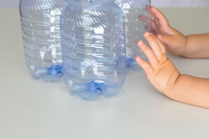 塑料自由,保存行星概念 反塑料竞选的概念性图象 库存照片