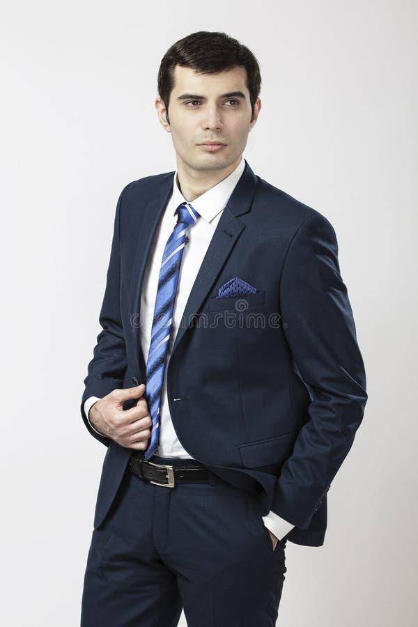 在西装穿戴的时尚男性 免版税库存图片