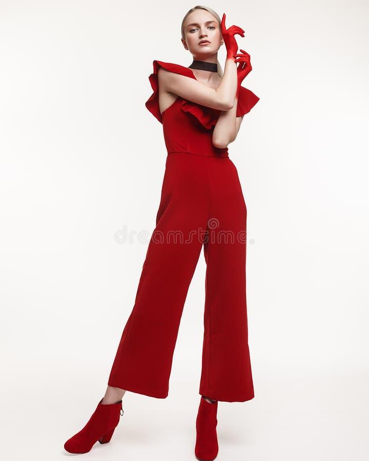 塑造妇女演播室照片红色衣服的用被绘的手  库存照片