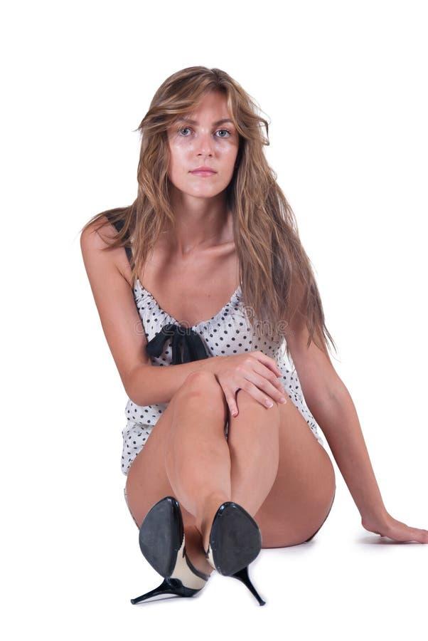 塑造妇女简而言之和圆点女衬衫 图库摄影