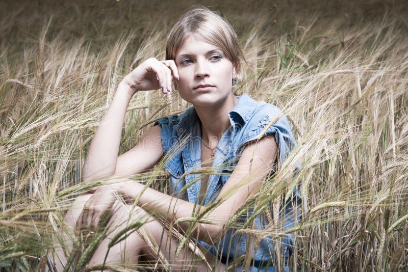 塑造新美丽的妇女照片  库存照片