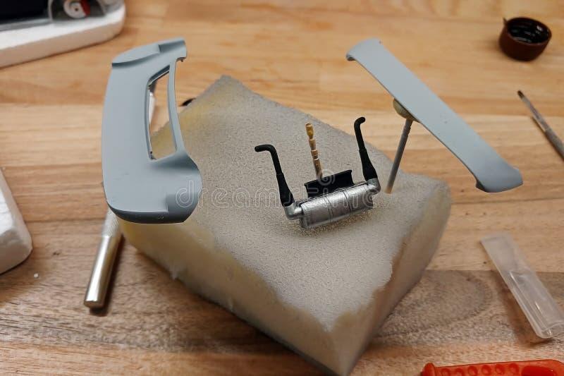 塑造比例模型 绘掠夺者、树干盒盖和围巾 免版税图库摄影