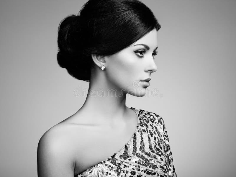 Download 塑造端庄的妇女画象有壮观的头发的 库存照片. 图片 包括有 表面, 有吸引力的, 礼服, 欲望, 逗人喜爱 - 59111566