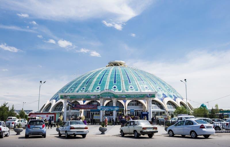 塔什干、乌兹别克斯坦- 2019年4月29日-塔什干Chorsu义卖市场或Eski尤瓦义卖市场-其中一个主要城市地标 免版税库存图片
