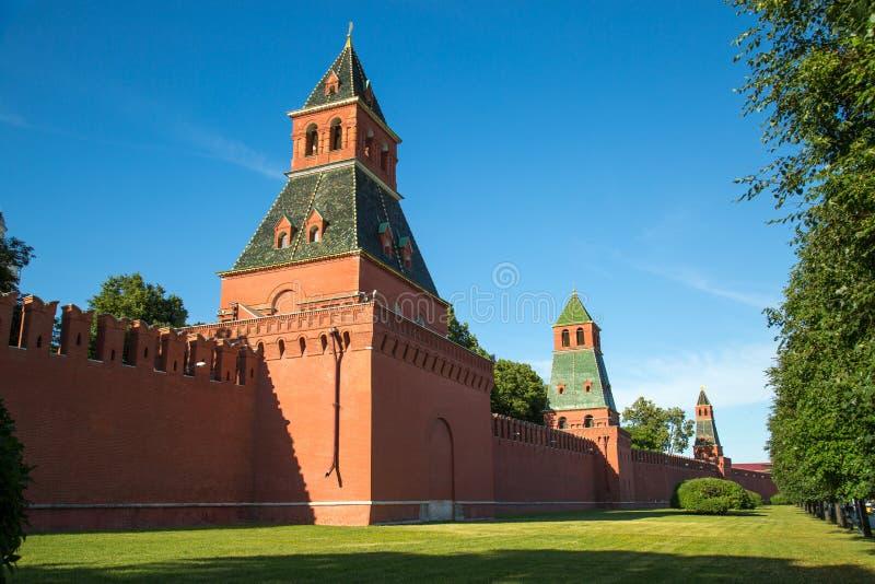 塔伊纳和克里姆林宫的首先第二个无名的塔的看法在一清楚的好日子 免版税库存照片