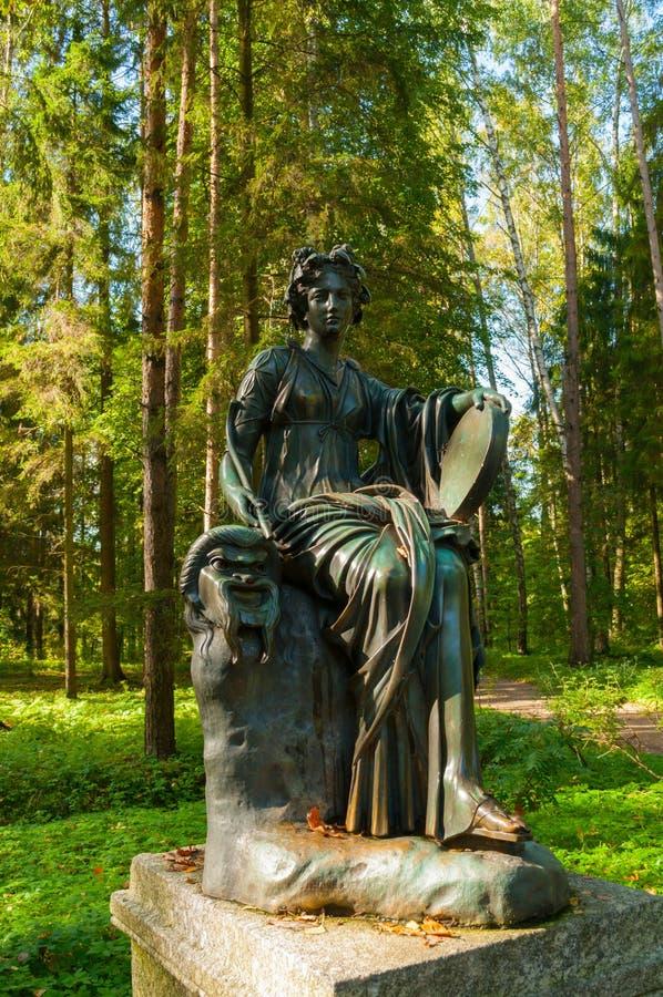 塔利亚-喜剧冥想铜雕塑  在圣彼德堡,俄罗斯附近的Pavlovsk 库存图片