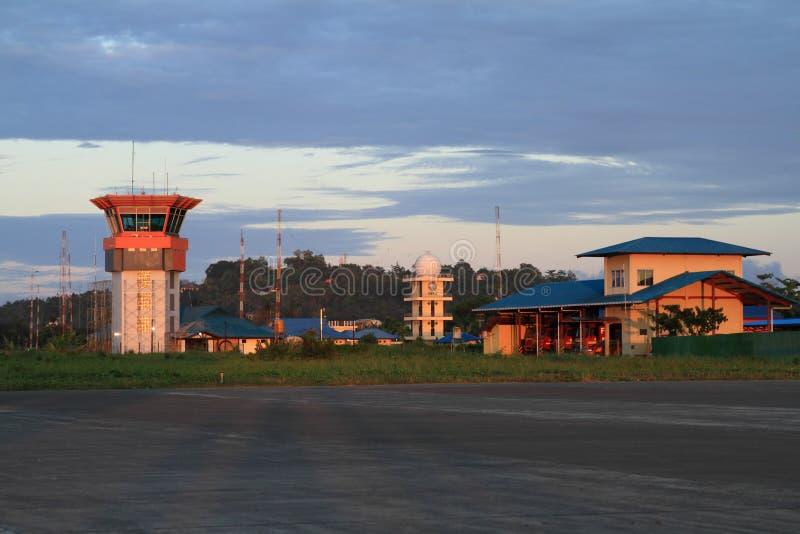 塔台在机场在索龙 免版税库存照片