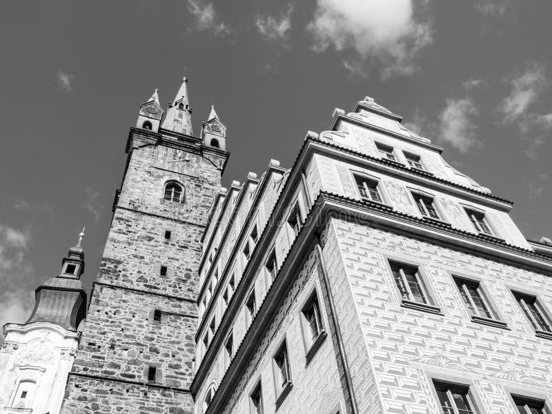 黑塔和城镇厅在Klatovy 图库摄影
