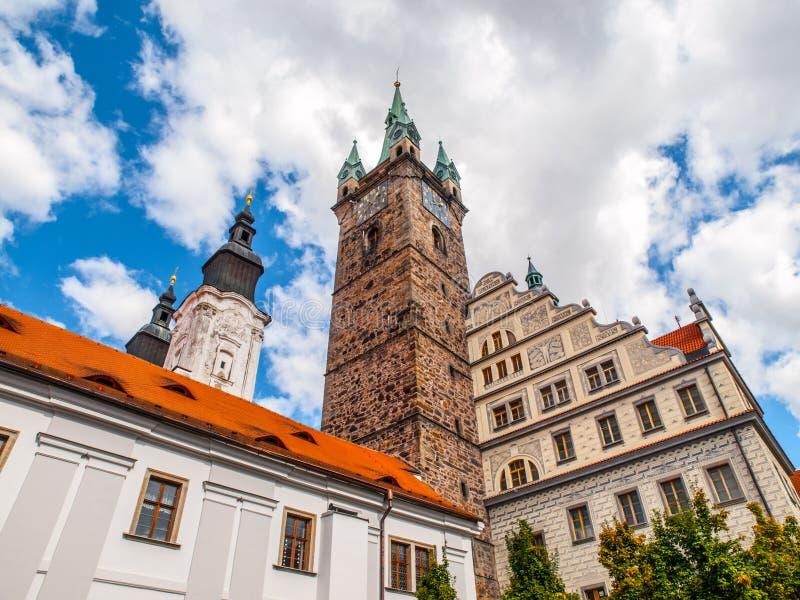 黑塔和城镇厅在Klatovy 免版税库存图片