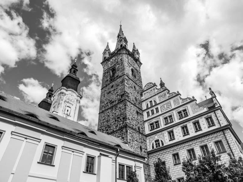 黑塔和城镇厅在Klatovy 免版税库存照片