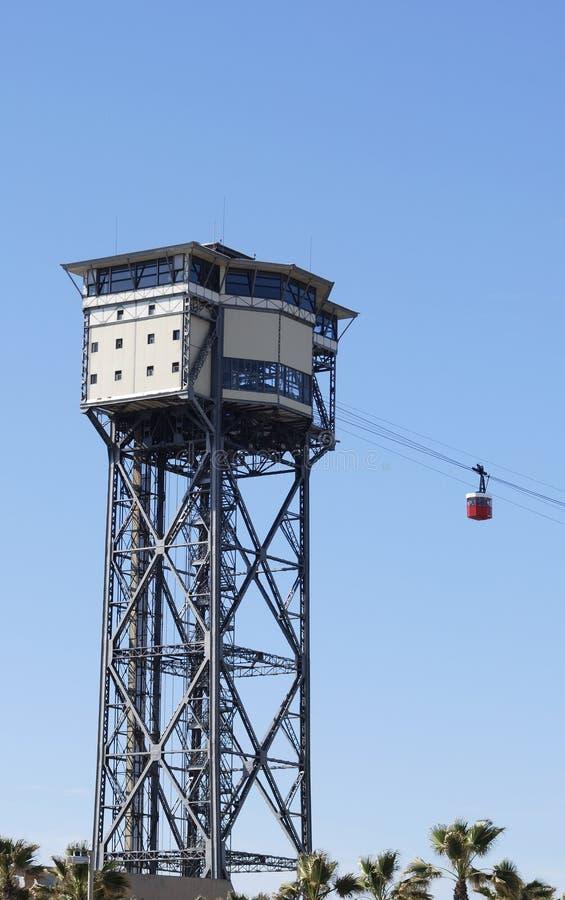 塔和缆车在沿海岸区。 图库摄影