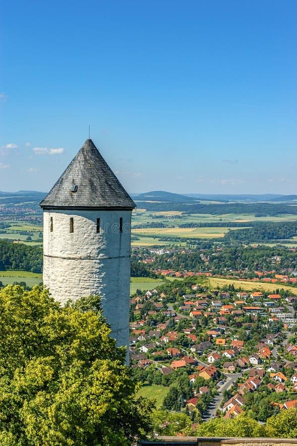 塔和美丽的风景和小镇 库存照片