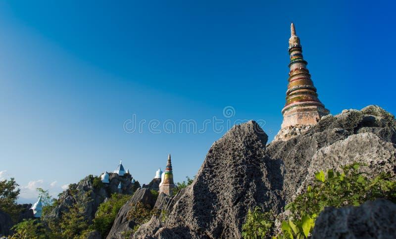 塔在小山顶建造 库存照片