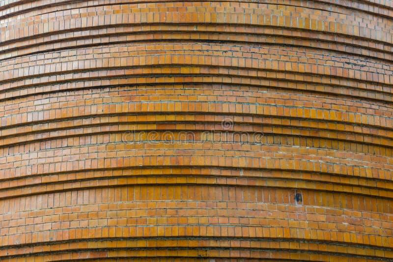 塔基地,棕色铺磁砖的马赛克,佛教寺庙结构细节  免版税库存照片
