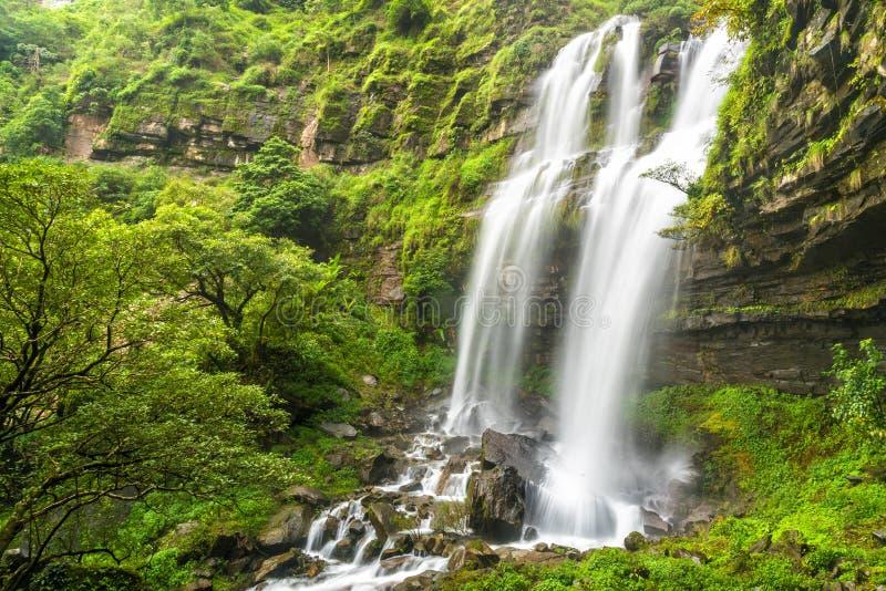 塔德TaKet瀑布, A大瀑布在Bolaven高原的,禁令Nung肺,巴色,老挝深森林里 免版税库存图片
