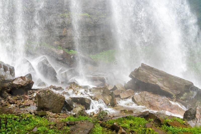 塔德TaKet瀑布, A大瀑布在Bolaven高原的,禁令Nung肺,巴色,老挝深森林里 库存图片