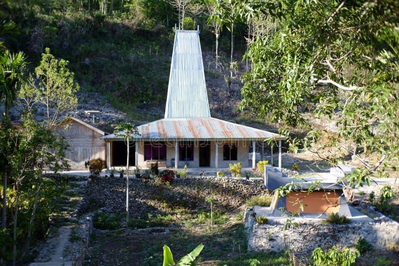 塔房子或主要议院在西部松巴岛 免版税库存照片