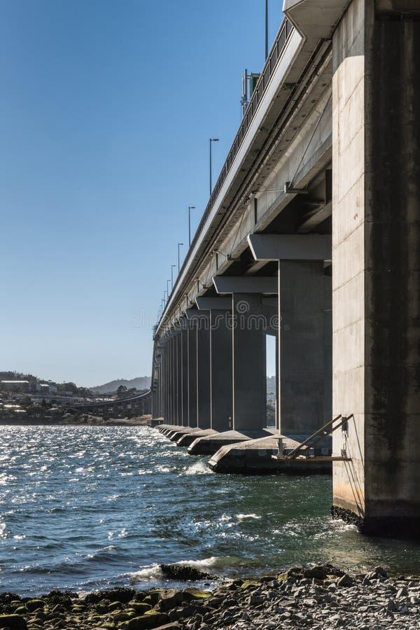塔斯曼在德文特河,霍巴特澳大利亚的高速公路桥梁 图库摄影