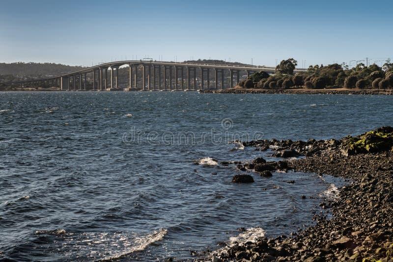 塔斯曼在德文特河,霍巴特澳大利亚的高速公路桥梁 免版税库存照片