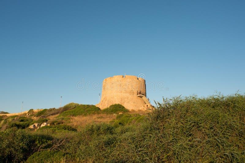 塔日落的托尔Aragonese在圣特雷莎di Gallura 撒丁岛 免版税库存图片