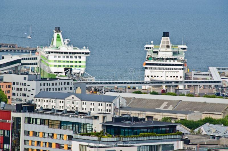塔林海口是爱沙尼亚的首都的国际水域门 图库摄影