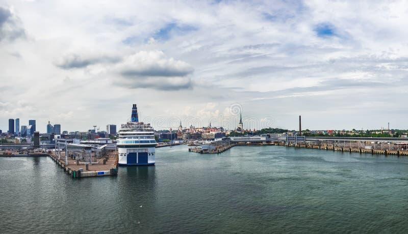 塔林港口看法从海,爱沙尼亚的 库存照片