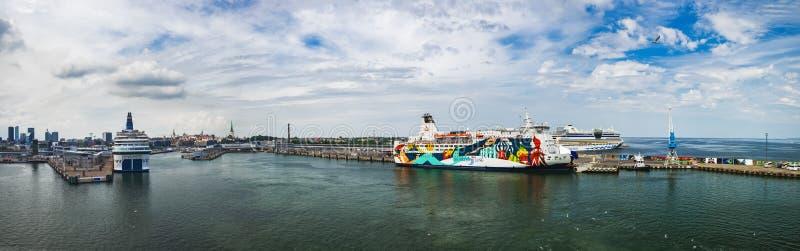 塔林港口看法从海,爱沙尼亚的 库存图片