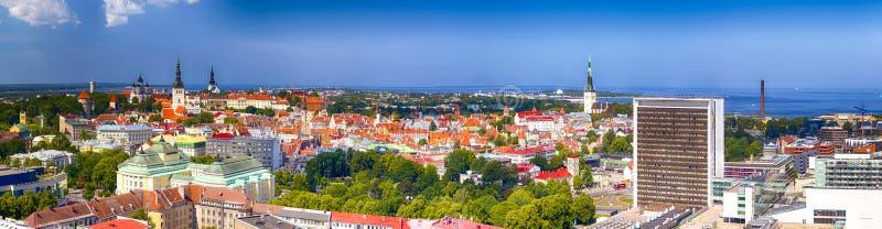 塔林都市风景美丽如画的全景在爱沙尼亚 作为 免版税库存图片
