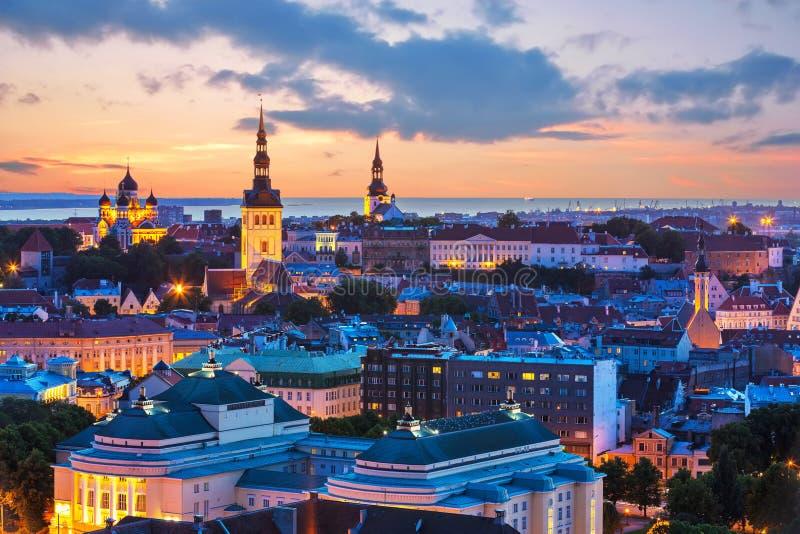塔林,爱沙尼亚夜间风景  免版税图库摄影