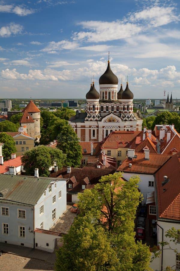 塔林,爱沙尼亚-从圆顶教会/圣玛丽` s钟楼的看法在老镇的大教堂, Toompea小山和俄语Orthod 图库摄影