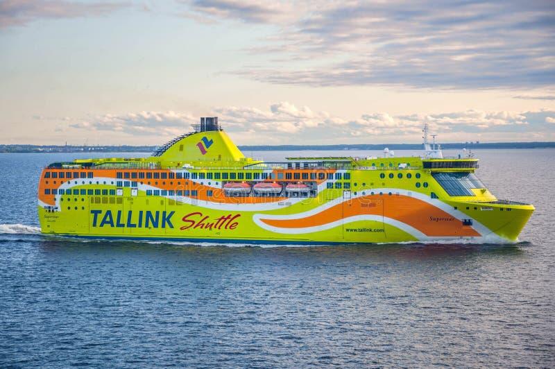 塔林,爱沙尼亚2016年5月17日:Tallink梭巡航划线员 公司在波罗的海地区 图库摄影