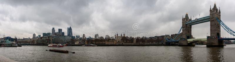 塔桥梁和伦敦塔 库存照片