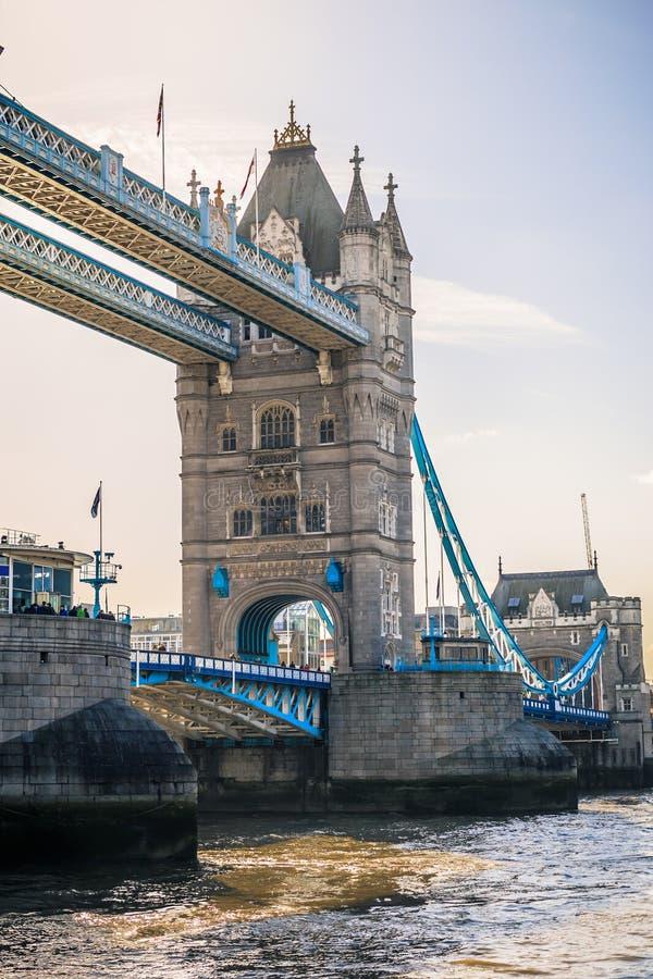 塔桥梁和泰晤士 免版税库存照片