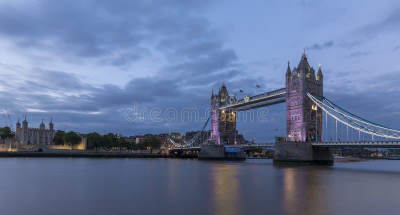 塔桥梁,伦敦,黄昏的 免版税库存照片