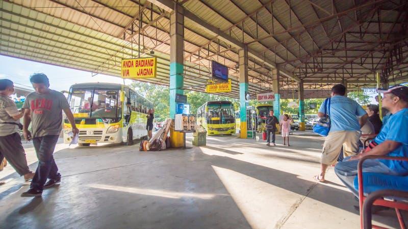 塔比拉兰,菲律宾- 2018年1月5日:公交车站在塔比拉兰菲律宾  免版税库存照片