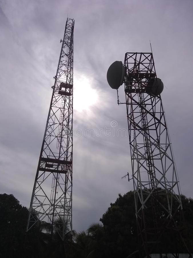 塔电信无线电天线天空 免版税库存图片