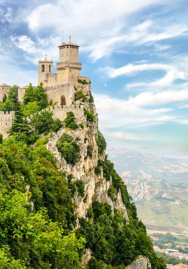 塔的美丽的景色在圣马力诺 免版税库存图片