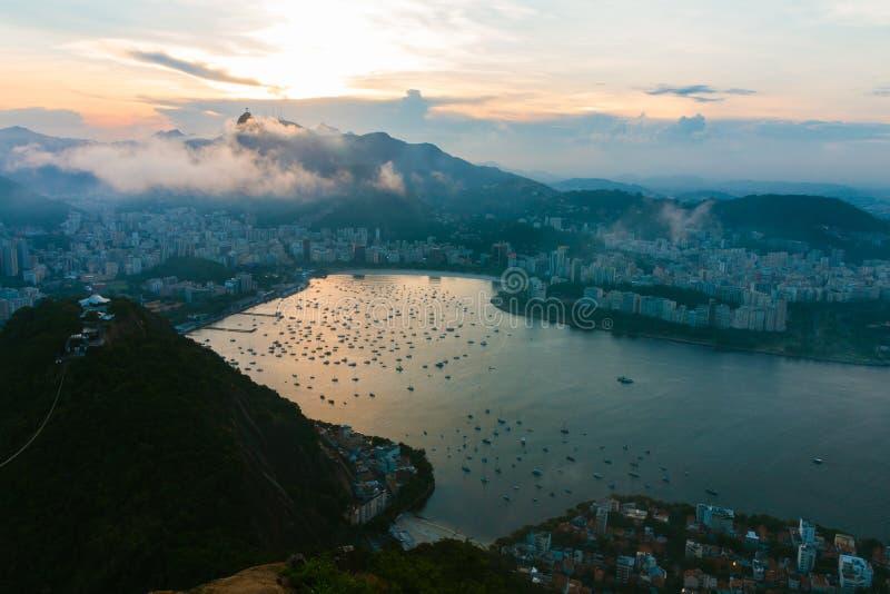 塔糖在日落的里约热内卢 免版税图库摄影