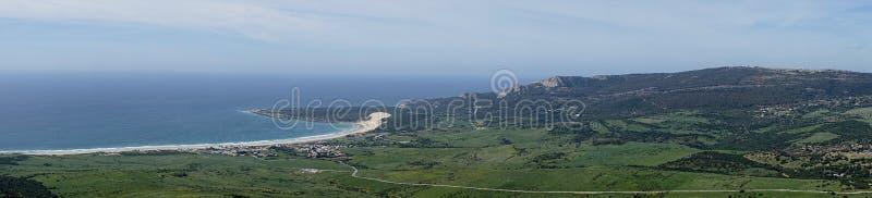 塔里法角海岸的美丽的未损坏的海滩卡迪士,安大路西亚,西班牙省的  免版税库存照片