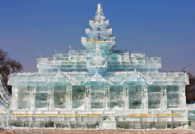 塔雕象由雪制成 库存照片