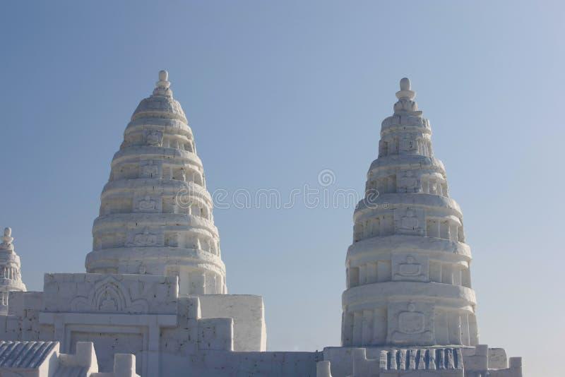 塔雕象由雪制成 免版税库存照片